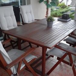 használt műanyag kerti asztal székkel
